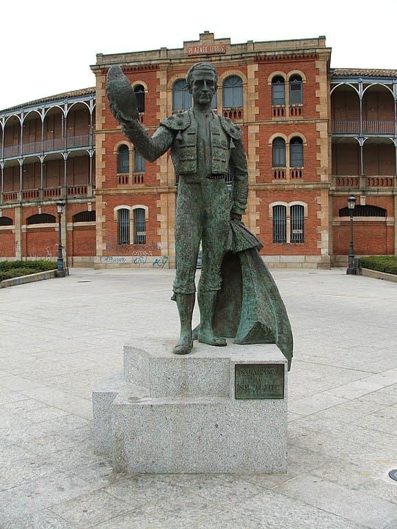 Estatua de el Viti en la Plaza de Toros de Salamanca