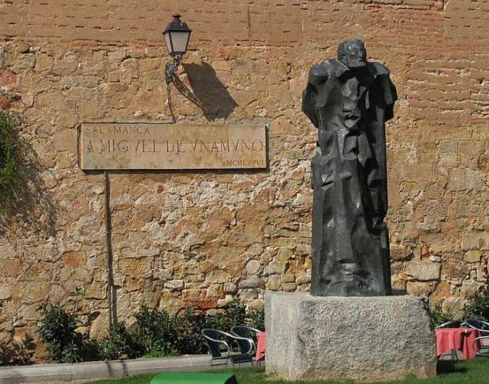 Estatua de Miguel de Unamuno en Salamaca